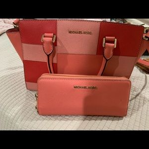 Mk purse with wallet in great condition.